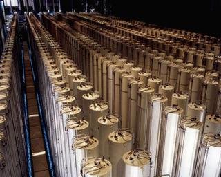 750px-Gas_centrifuge_cascade