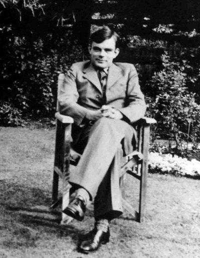 Во время Второй мировой войны он взломал коды, использовавшиеся нацистами п